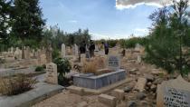 Mezarlığa bırakılan çantada bebek cesedi çıktı